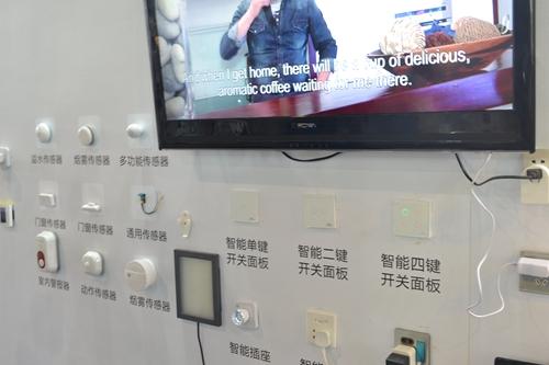 各色Z-Wave传感器与控制面板