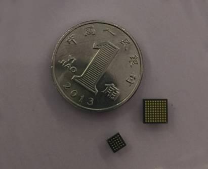 图:Kiss Connectivity两款芯片与1角人民币大小对比