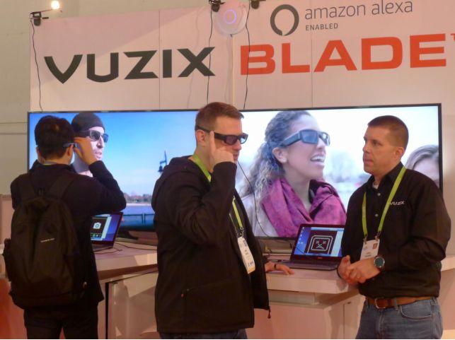图|今年 Vuzix 在 CES 推出了搭载亚马逊 Alexa 的智能眼镜 Blade(图片来源:DT 君)