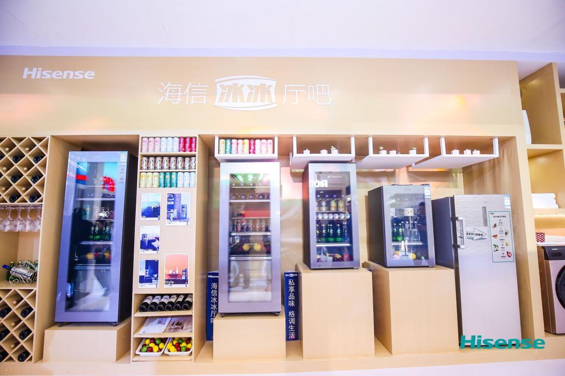 """AWE海信冷柜展区的""""冰冰""""厅吧产品"""