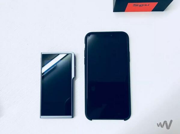 搜狗翻译宝与 iPhone X 对比图