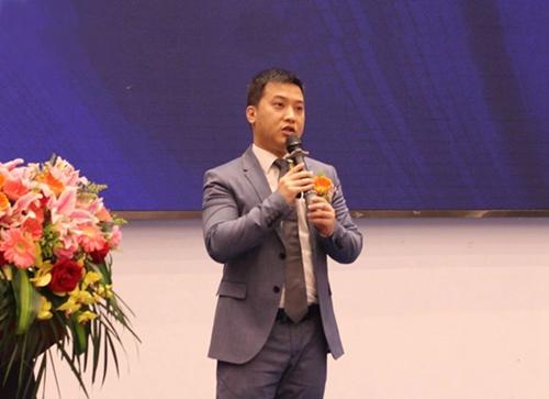 汇泰龙营销中心总经理刘冠贤先生发表演讲