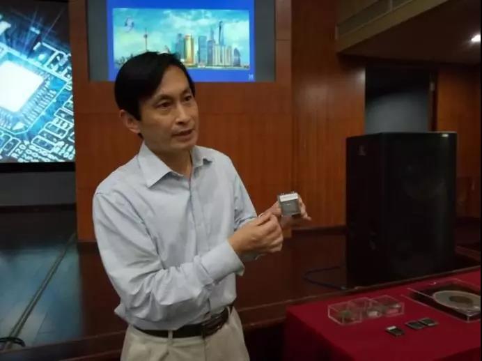 黄风义介绍高宽带收发系统芯片