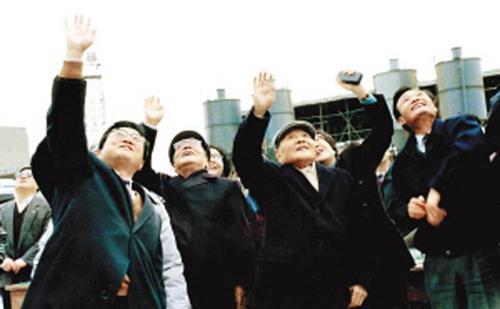 """图片来自:邓小平""""南巡讲话""""图集"""