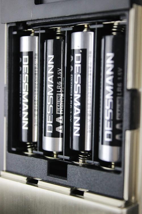 四节赠送的德施曼电池