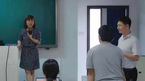 华为HR团队与同学现场交流实习和工作机会