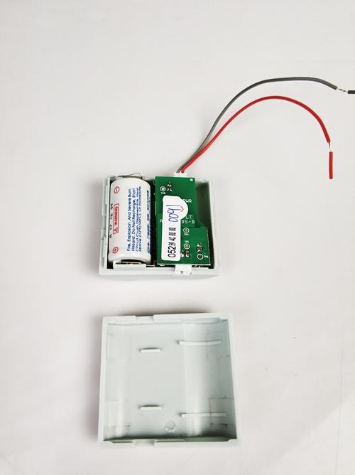 第一步:取出电池绝缘片