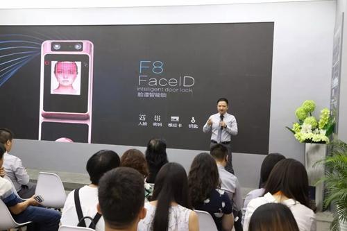 汇泰龙CEO徐振忠先生介绍汇泰龙新品