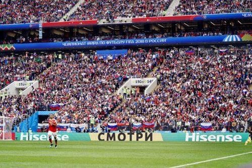 """世界杯揭幕战,海信俄语广告""""СмотриHisense"""",中文含义""""看,海信"""""""